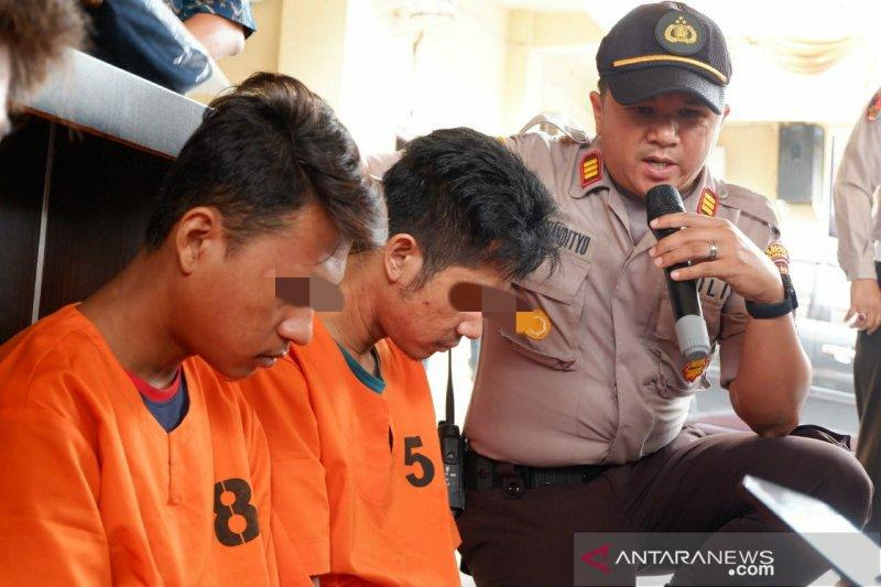 """Belajar dari TV, dua pengangguran Pekanbaru nekat jadi """"polisi"""""""