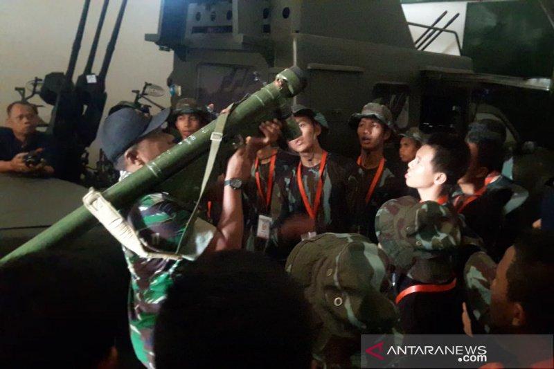 Denhanud 474 Paskhas kenalkan alutsista TNI AU kepada SMN Riau