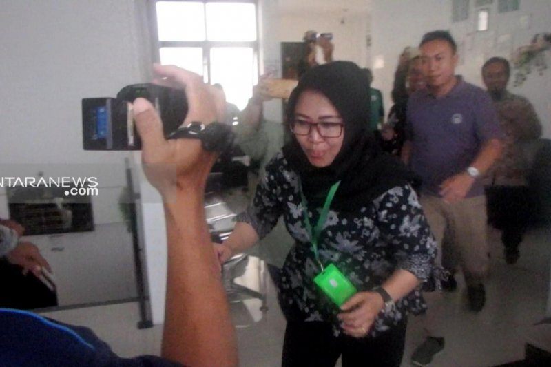 Legislator Golkar Surabaya Binti Rochmah ditahan