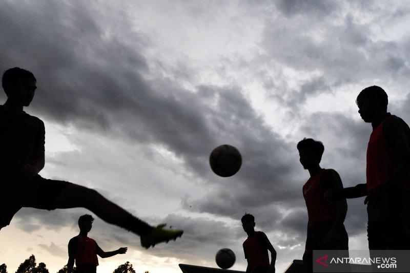 Beckham cetak gol balasan, babak pertama  Indonesia - Malaysia 1-1