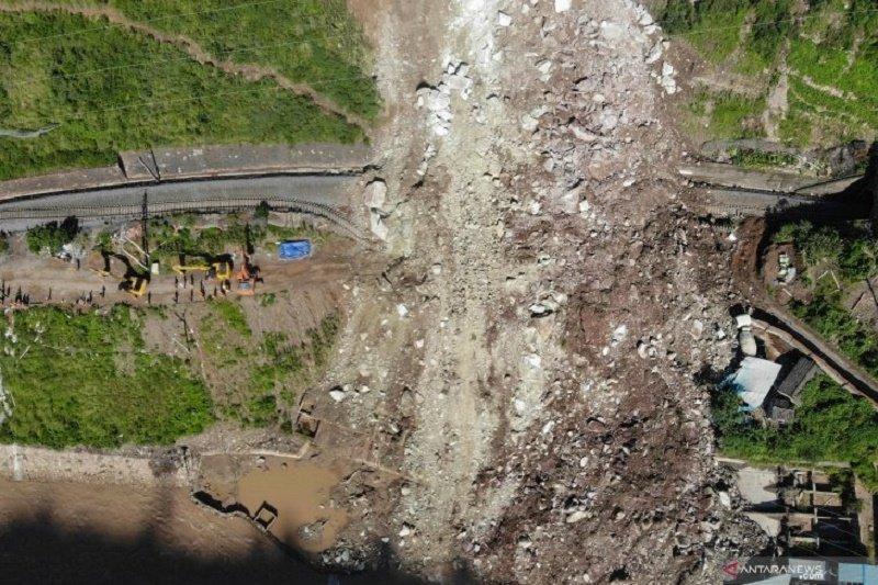 Sedikitnya 17 pekerja proyek jaringan kereta China hilang tertimbun longsor