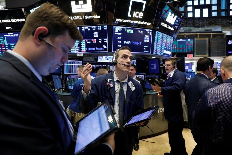 Saham-saham di Wall Street ditutup bervariasi di tengah berbagai data ekonomi terbaru