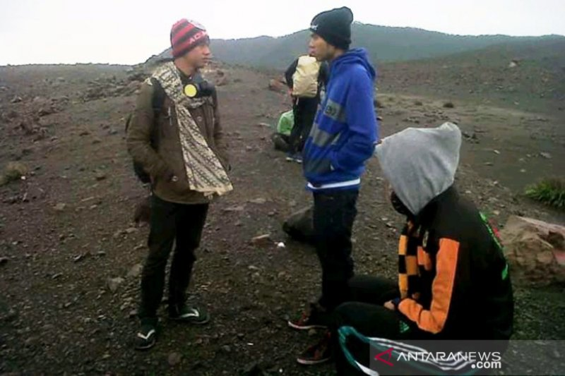 Imbauan tidak merayakan HUT RI di puncak Gunung Marapi