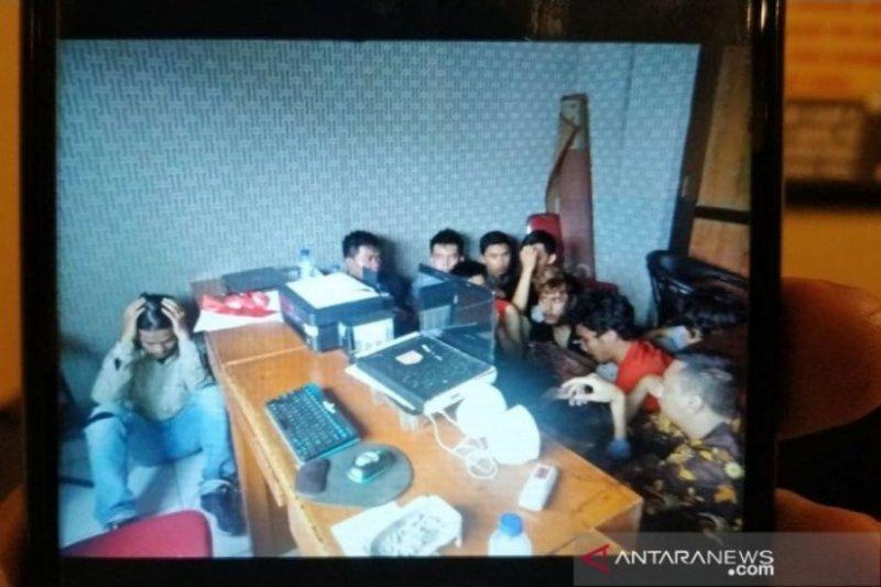 30 pengunjuk rasa di Gedung DPRD Cianjur ditahan