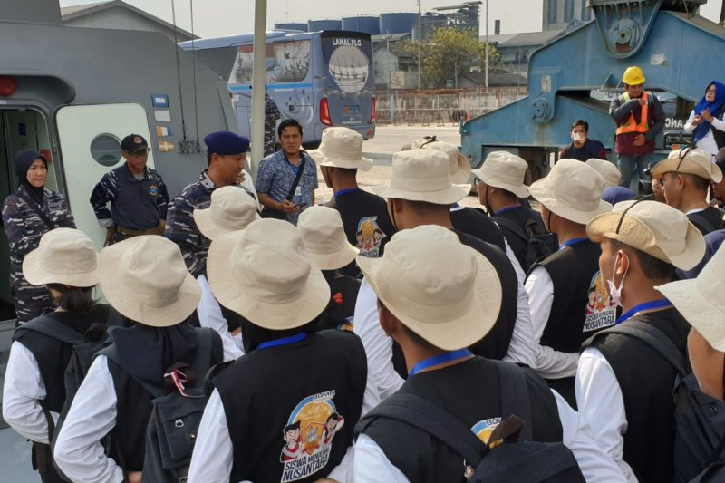Peserta SMN Kalteng difasilitasi Lanal Palembang mengenal KRI Siwar