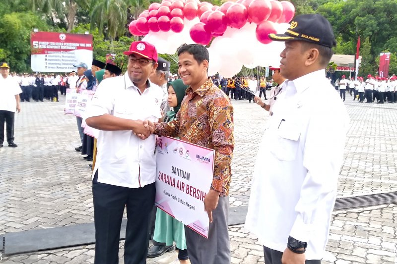 Tiga BUMN rayakan HUT Kemerdekaan RI di Padang, ini CSR yang dilakukan