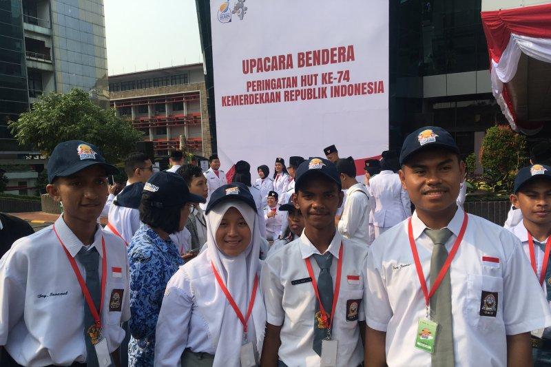 Kementerian BUMN serahkan piagam kepada peserta SMN asal Maluku