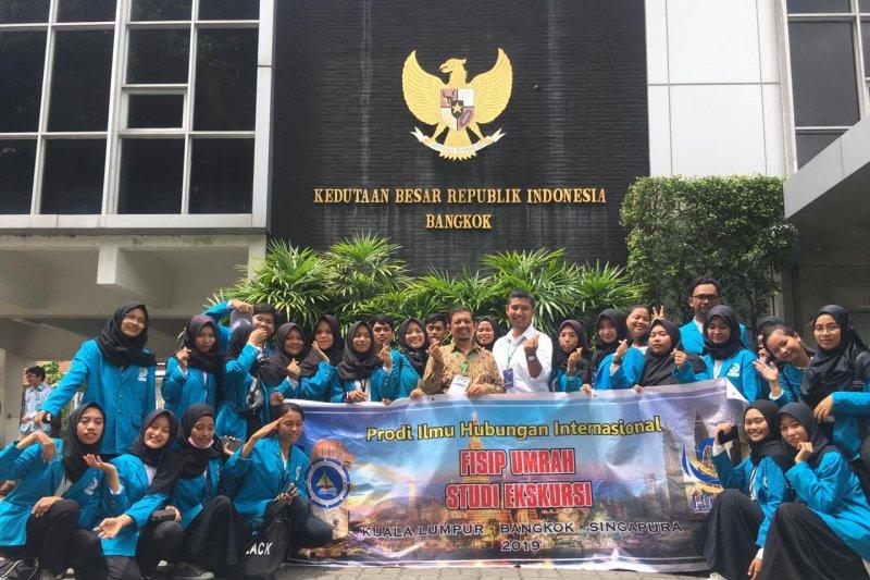 Mahasiswa HI UMRAH upacara HUT RI di KBRI Bangkok
