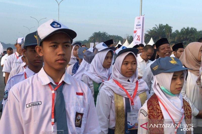 Peserta SMN 2019 upacara di Tol Pekanbaru bersama Dirut BUMN