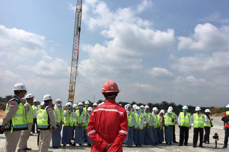 VIDEO - Peserta SMN Yogyakarta saksikan pembangunan Jalan Tol Pekanbaru-Dumai