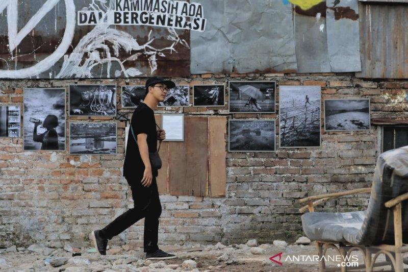 Peringati HUT RI dengan pameran foto di reruntuhan korban relokasi