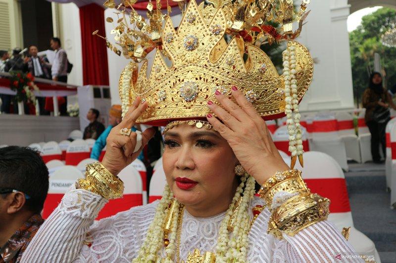 Istri Menhan menang lomba busana adat di istana: ini