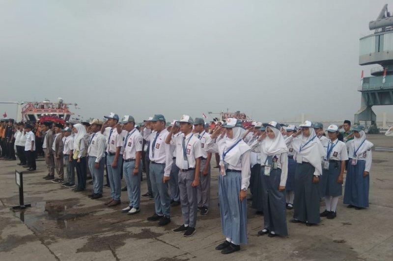 Peserta SMN Kalteng  upacara di Pelabuhan Sungai Musi