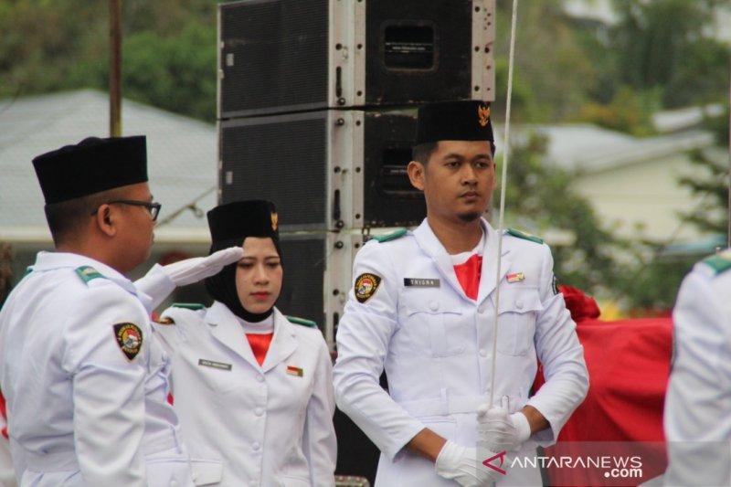 Pekerja migran jadi petugas upacara HUT RI di Kuching Malaysia