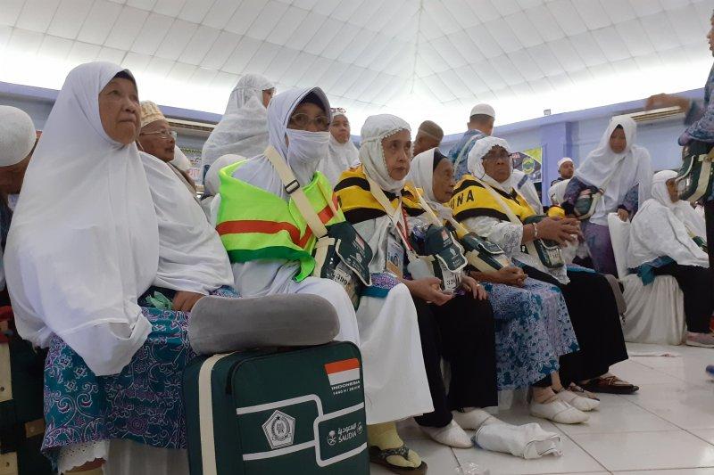 Tiga jam waktu tunggu jamaah Riau di Batam sebelum pulang