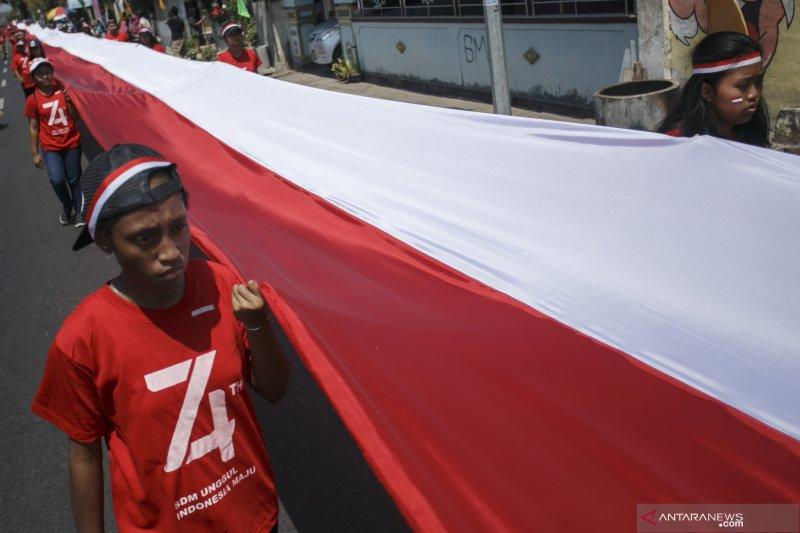 Bendera Merah Putih 740 meter