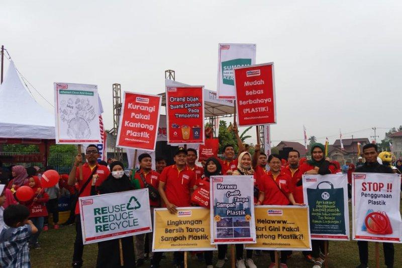 """Alfamart kampanye lingkungan """"merdeka kantong plastik"""" di Pekanbaru"""