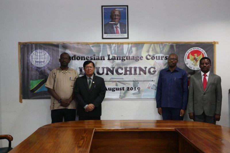 Ajarkan bahasa daerah di kampung global