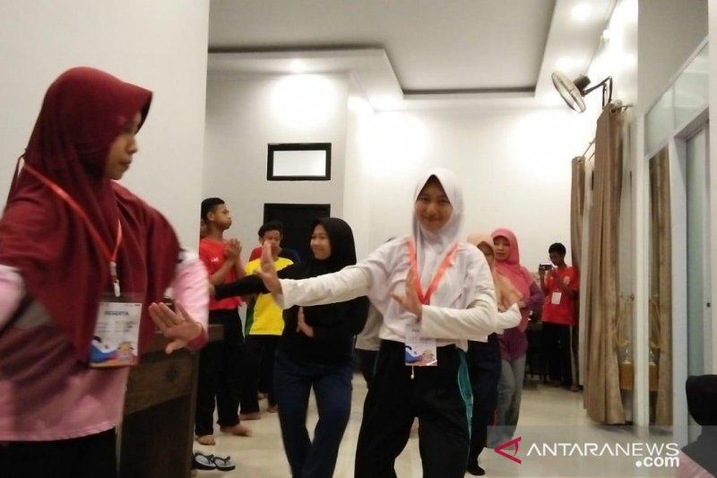 Peserta SMN Yogyakarta berlatih tari Melayu Riau