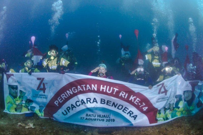 Ketika Merah Putih berkibar di bawah laut Perairan Teluk Benete