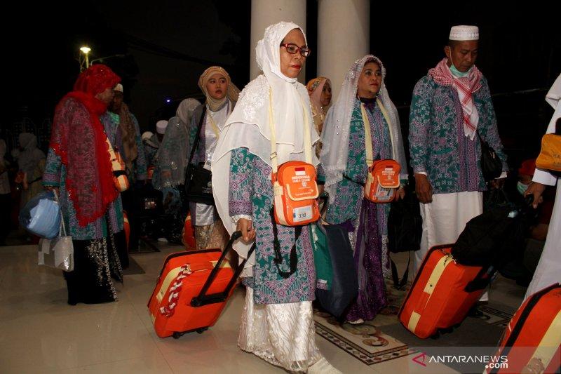 Jamaah Kloter 11 asal Sulawesi Barat tiba di Tanah Air