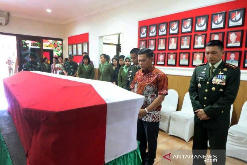 Jenazah Pratu Sirwandi dievakuasi ke kampung halamannya di Lombok