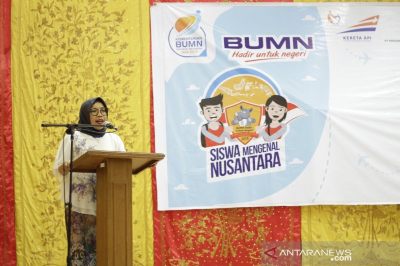BUMN Hadir Untuk Negeri bagikan 4.000 paket sembako murah di Padang