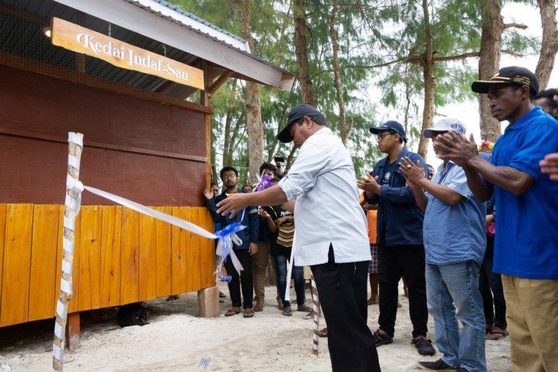 Mahasiswa KKN UGM bangun kedai  di wisata Samberpasi Biak