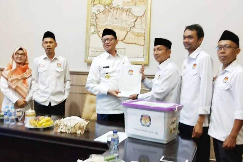 KPU Banten serahkan dokumen 85 anggota DPRD Banten 2019-2024