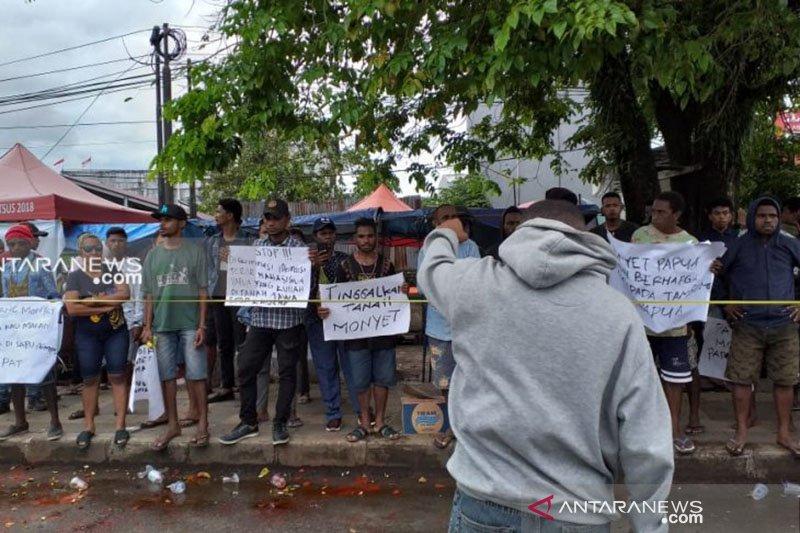Aksi demonstrasi menolak rasisme di Kota Sorong