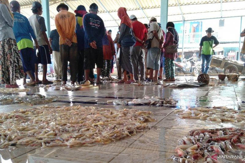 Nelayan Karawang laporkan dugaan korupsi di TPI Tempuran