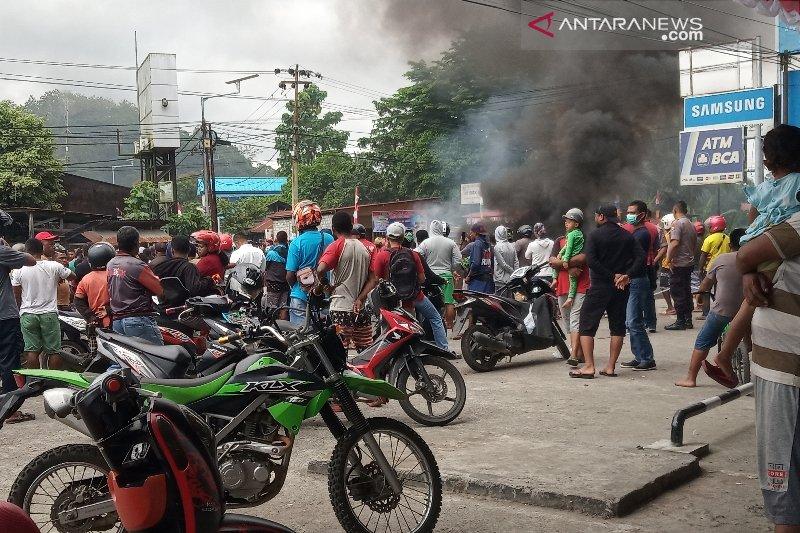 Waduh, sejumlah jalan utama di Kota Manokwari Papua lumpuh