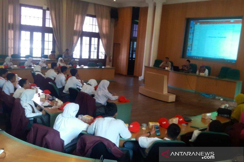 Peserta SMN Riau mengunjungi Universitas Gadjah Mada