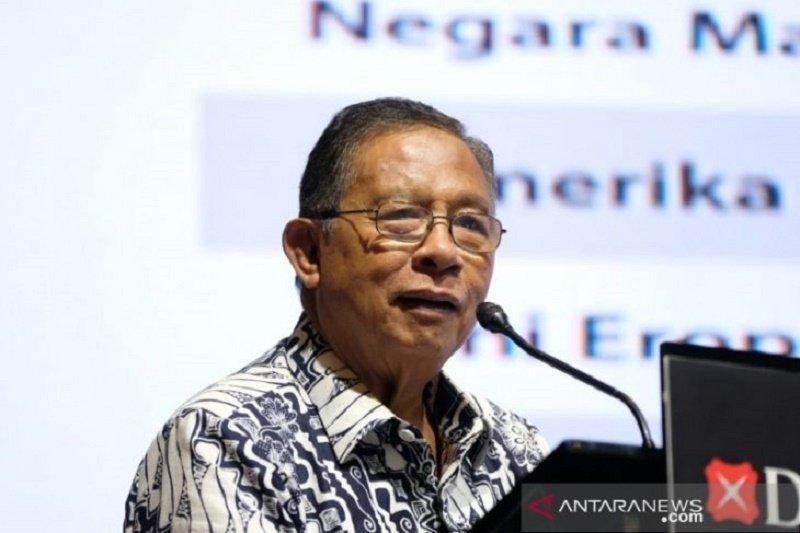 Darmin Nasution mengaku kantornya sudah tidak menggunakan air kemasan plastik