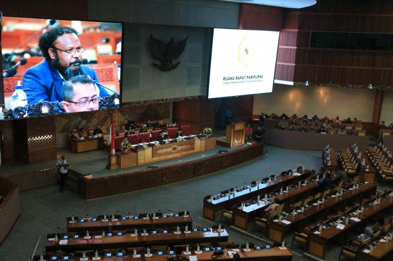 Rapat Paripurna DPR RI diwarnai interupsi terkait Papua