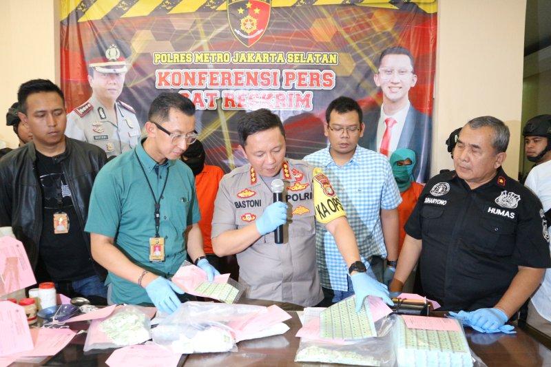 Polres Jaksel tangkap dua pemalsu meterai