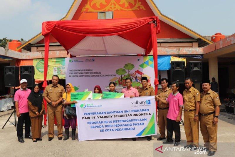 1.000 pedagang pasar Pekanbaru  mendapat bantuan GN Lingkaran