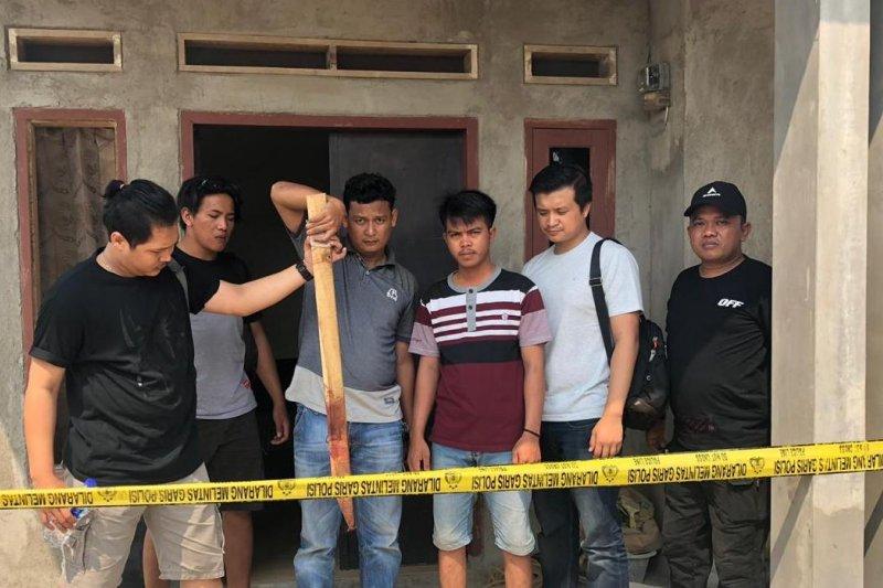 Pelarian pelaku pembunuhan satu keluarga berakhir saat diciduk di kampung halamannya di Lampung
