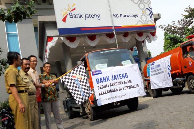 Bank Jateng Purworejo serahkan bantuan air bersih ke warga