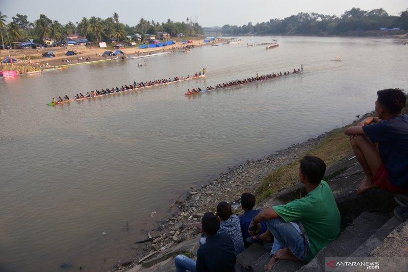 Mantap, Festival Pacu Jalur Riau pecahkan dua rekor MURI