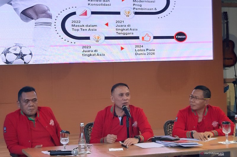 Mayjen TNI Cucu Sumantri nyatakan siap bantu Iwan Bule benahi PSSI