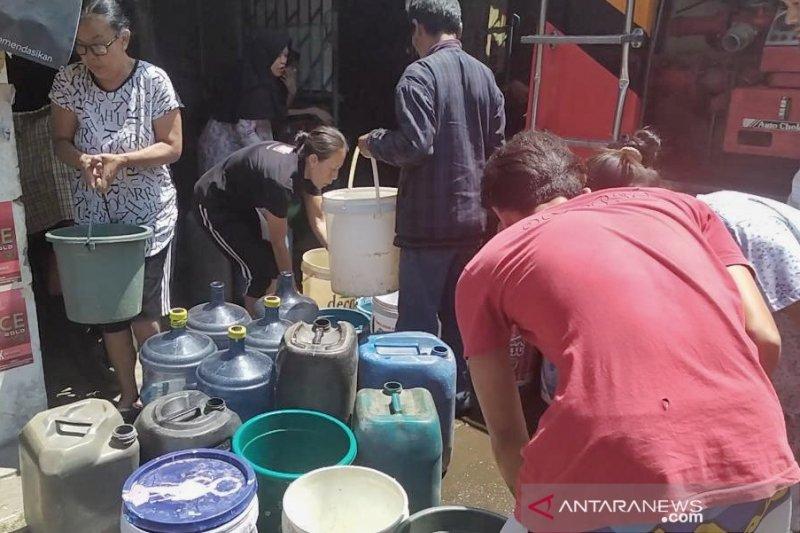 Krisis air, anak-anak Cimahi pergi sekolah tidak mandi