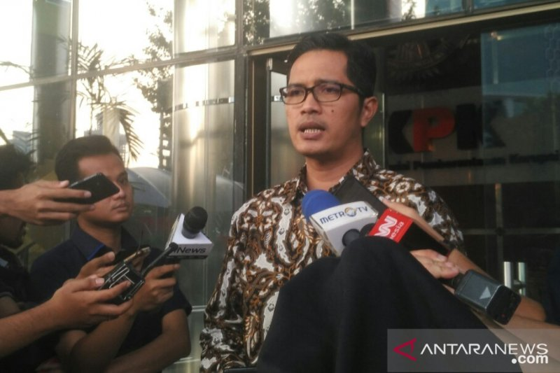 Jaksa Kejari Surakarta Satriawan Sulaksono diserahkan ke KPK