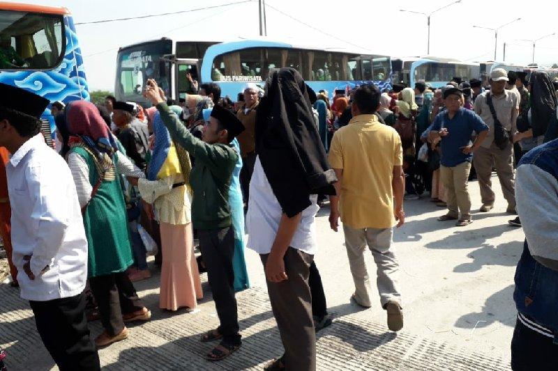 Jamaah haji rombongan pertama tiba di Garut