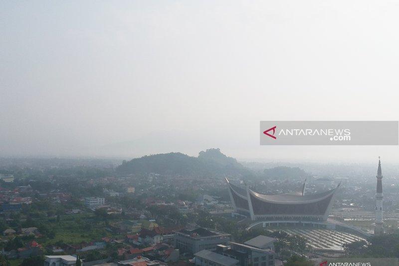 BMKG : Jarak pandang di Sumbar hanya tujuh kilometer akibat kabut asap