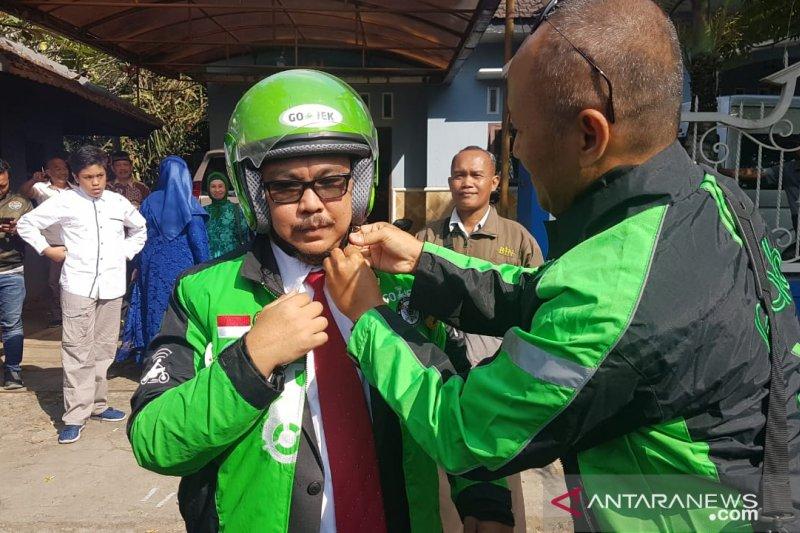 Seorang anggota DPRD Jember terpilih naik ojek untuk hadiri pelantikan