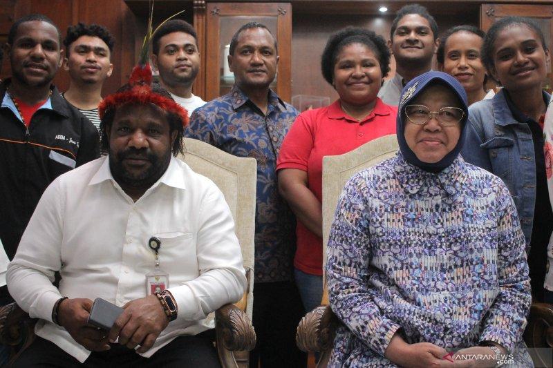 Pertemuan staf khusus presiden dengan Walikota Surabaya