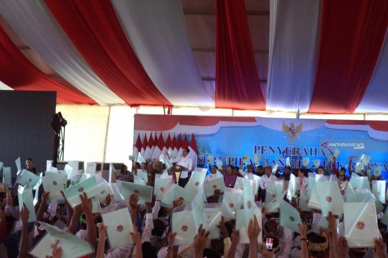 Presiden Jokowi paparkan manfaat sertifikat tanah ke warga NTT
