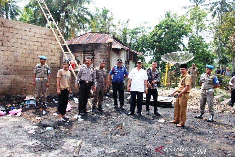 Wakil Bupati Solok kunjungi rumah korban kebakaran serahkan bantuan