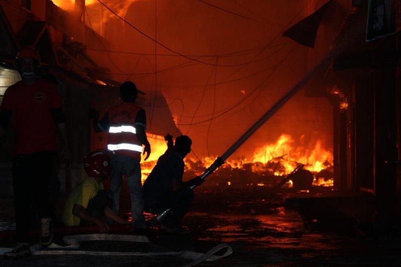 Kebakaran hanguskan 456 kios dan ruko di Pasar Tembilahan